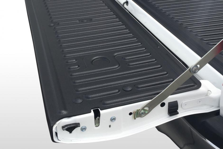 Bedliner-Toyota-Hilux-Under-Rail-cap-on-tailgatejpg-940x627  Form Example on form ss-4,